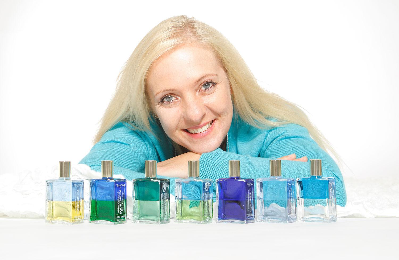 Barbara Heider-Rauter mit Aura-Soma Equilibrium Flaschen